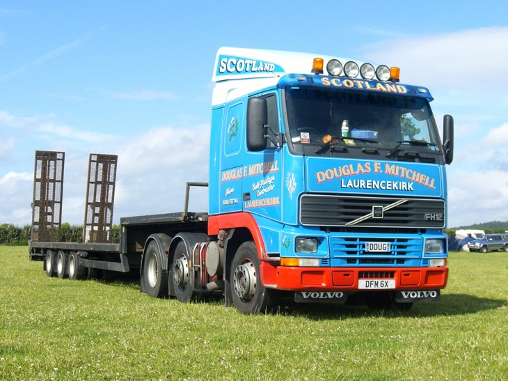 Volvo FH12 pusher axle artic