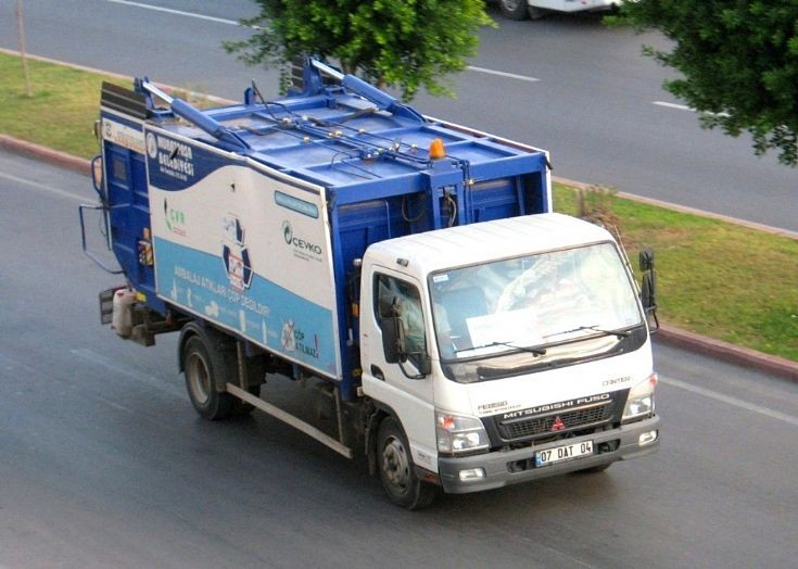 Mitsubishi Fuso Canter garbage truck in Turkey