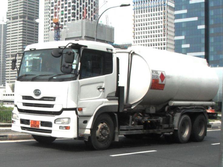 Nissan Diesel UD Quon UD390WM Fuel Oil Tanker Truck