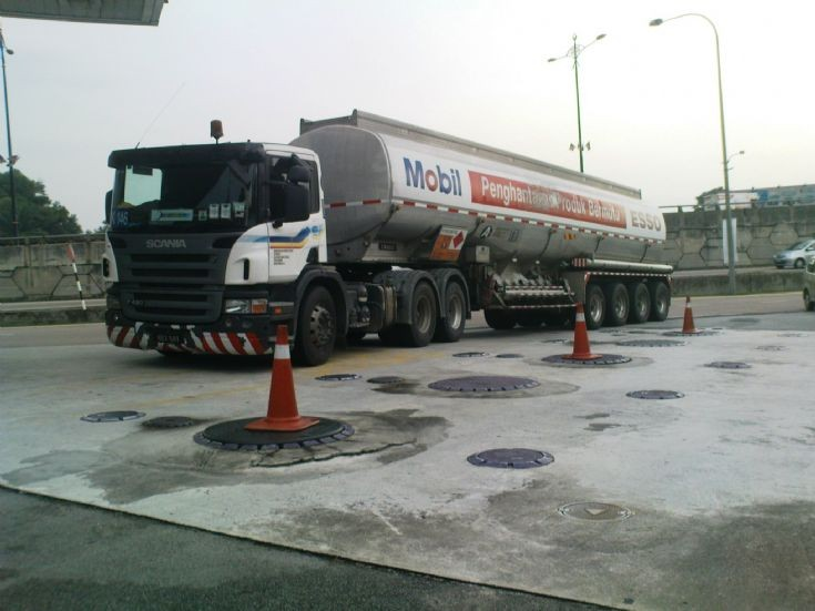 Scania P420 Esso-Mobil Tanker