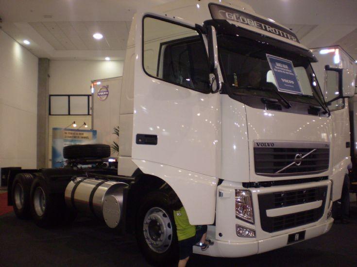 Volvo FH 6x2 tractor unit