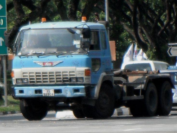 Hino Super Dolphin FS Hook Lift Truck Eng Seng Construction (Pte) Ltd