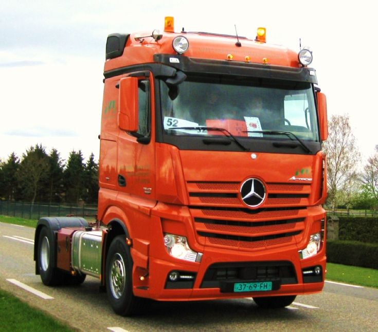 Truck photos 2012 new mercedes benz actros truck for The new mercedes benz truck