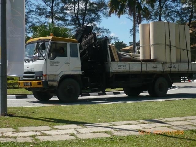 Mitsubishi Cargo truck with Hi-Ab crane