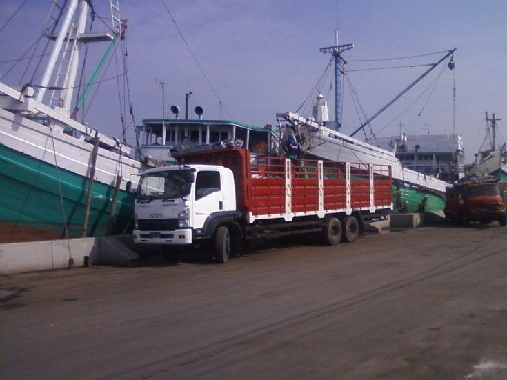 Isuzu Forward FVM 34 W Cargo truck