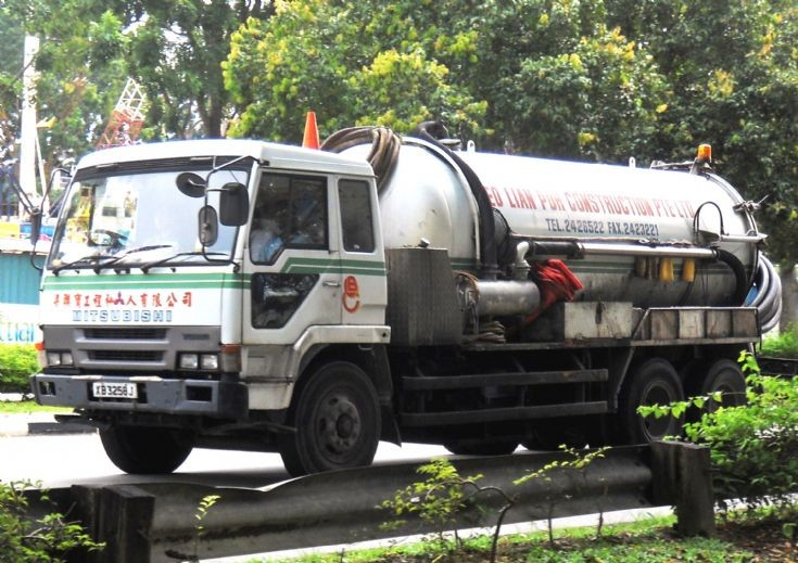 Mitsubishi Fuso Great FU416 Series Vacuum Pump Sludge Storage Tanker Truck Neo Lian Poh Construction Pte Ltd