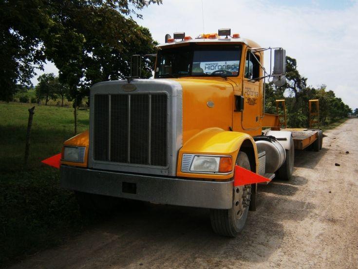 Peterbilt 377 truck in Mexico