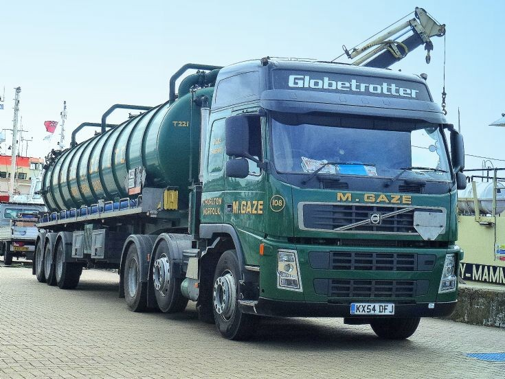 Volvo FM12 Globetrotter quayside in Great Yarmouth