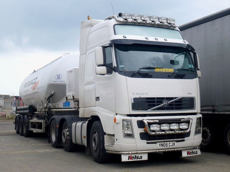 Volvo FH12 waiting for load