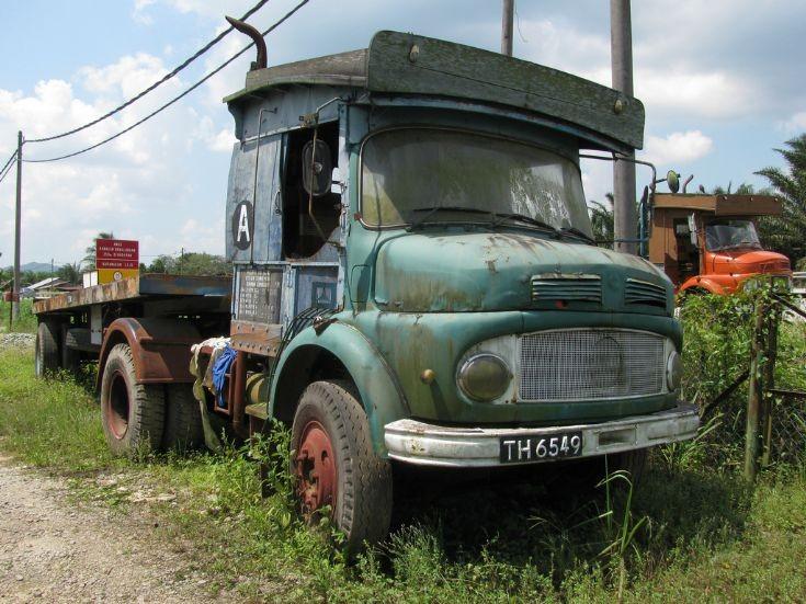 Truck photos old mercedes 911 in kota tinggi for Old mercedes benz trucks