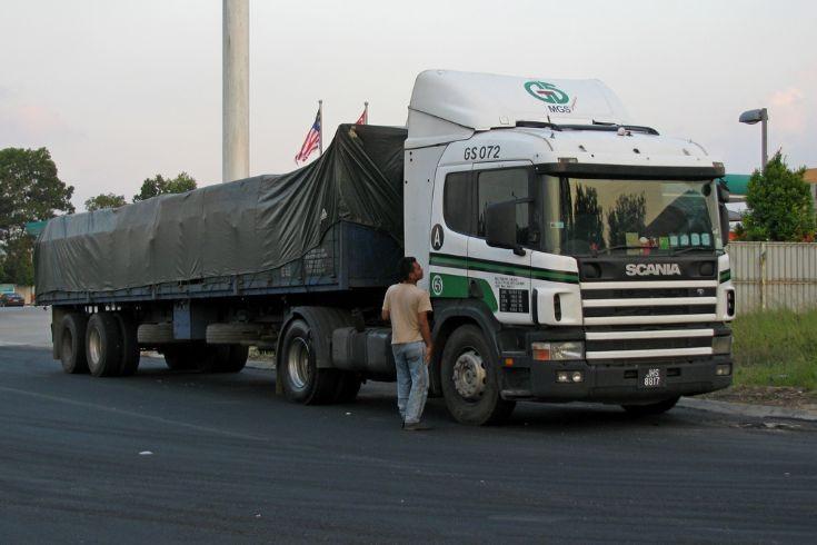 Scania 4-Series P cab (JHS 8817)