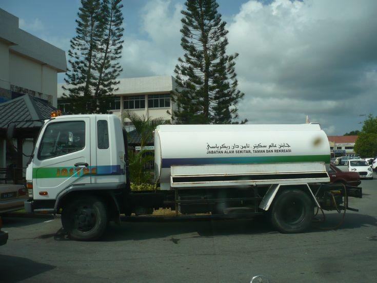 Mitsubishi 617 water tanker