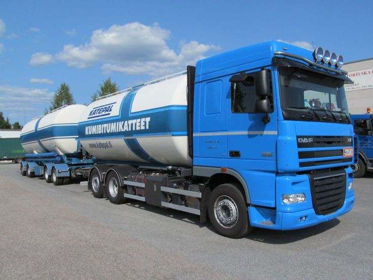 Daf XF105 460 6x2 with 4-axle Trailer