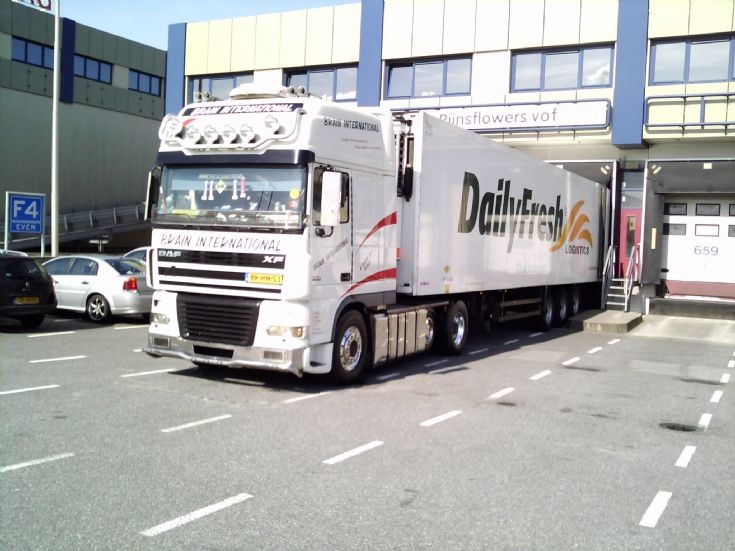 Brain International DAF 530 - 3/4 view
