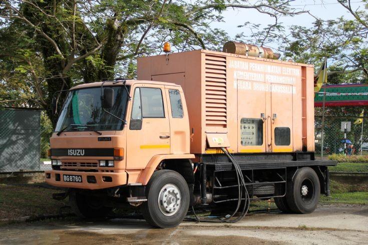 Truck Photos - Isuzu Fvr mobile generator