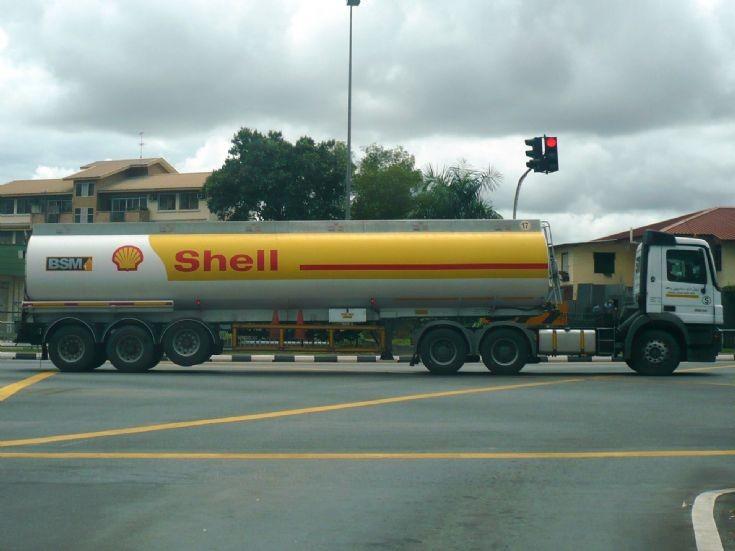 Mercedes Actros tanker