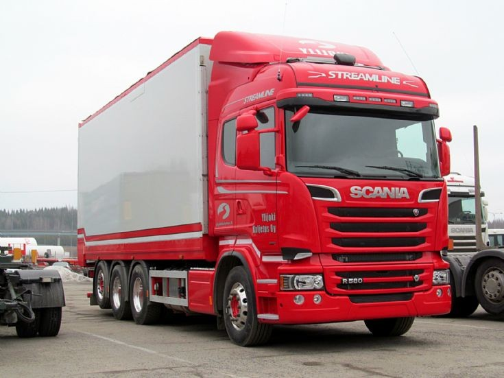 Scania R 580 8x4 Hauling Wood Chip