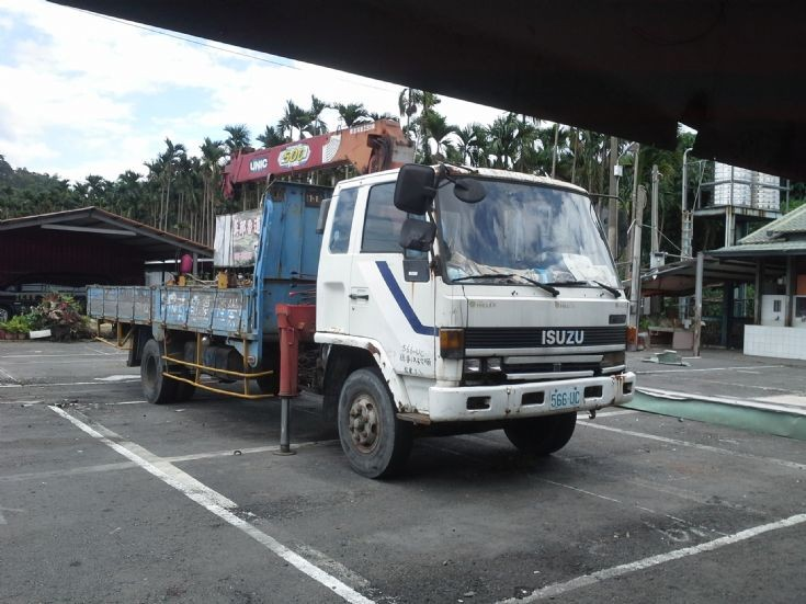 Old Isuzu FSR cargo lorry