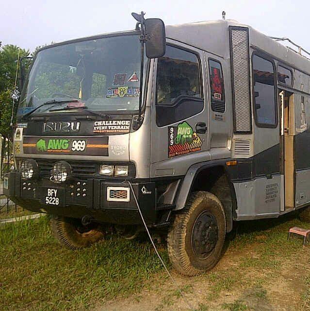A 4x4 truck / bus