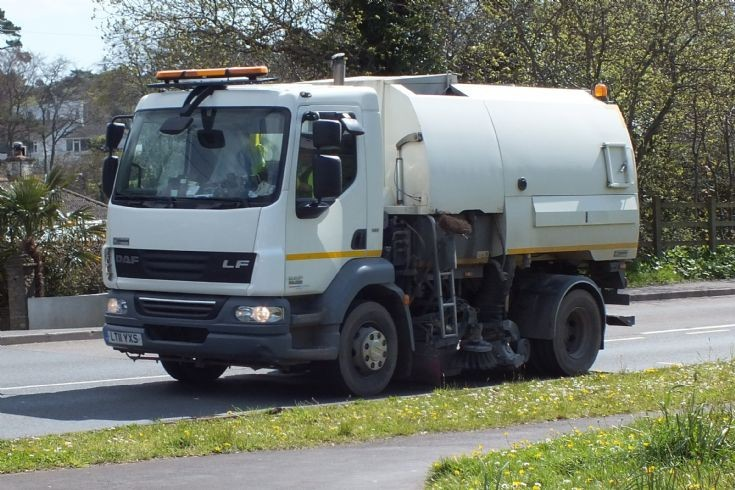 DAF LF road sweeper