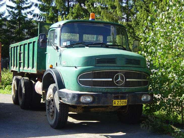 Truck photos mercedes tipper for Old mercedes benz trucks