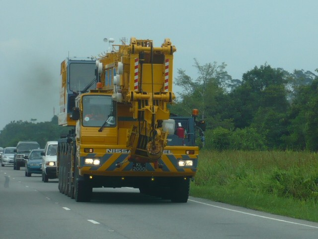 Nissan Diesel 5-axle heavy crane