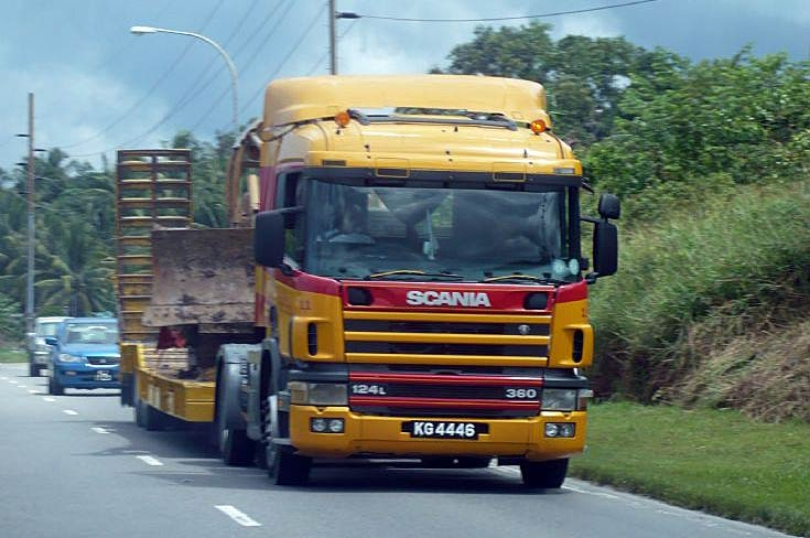 Scania 124L 360 tractor and trailer