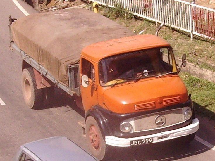 Truck photos mercedes benz dump truck for Old mercedes benz trucks