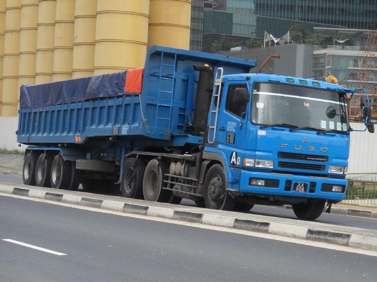 FP517 Mitsubishi Fuso Tractor hauling a trailer cum tipper