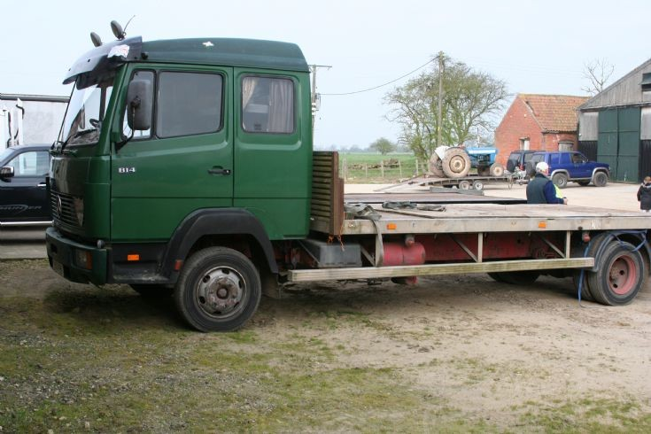 1987 Mercedes 814 flatbed with sleeper cab