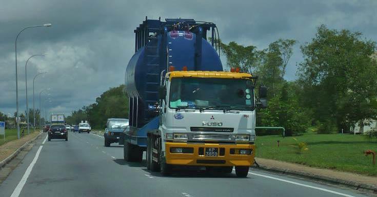 Mitsubishi Fuso tractor with unusual load