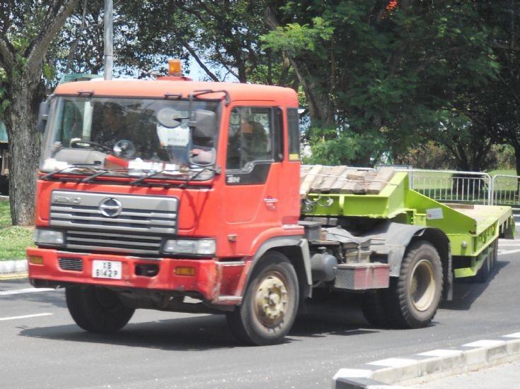 Hino Profia SH tractor