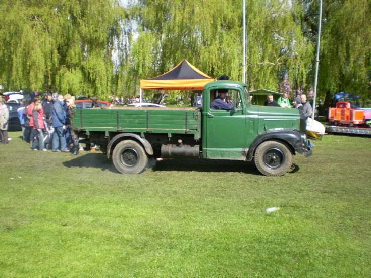 1960 Morris Commercial 2 ton farmers truck at show in Retford
