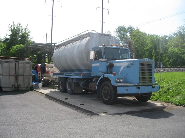Truck Photos - Diamond Reo Tanker, Atglen, Chester County