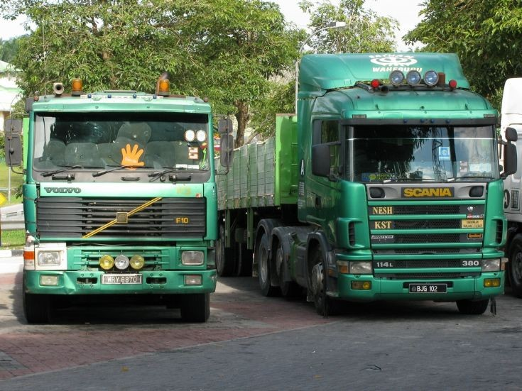 Volvo F10 (WRY 6870) & Scania 114L-380 (BJG 102)
