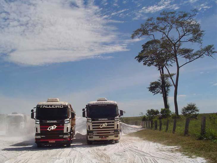 Scania 3244 & 3340m Transporte calcário, Brazil