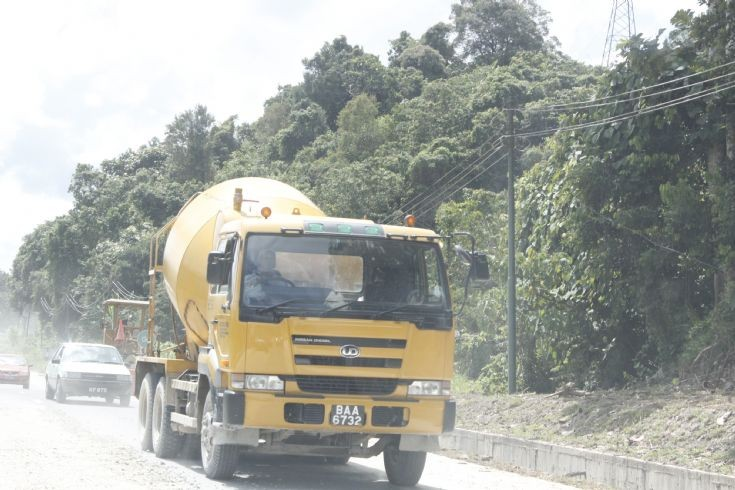Nissan Diesel cement mixer