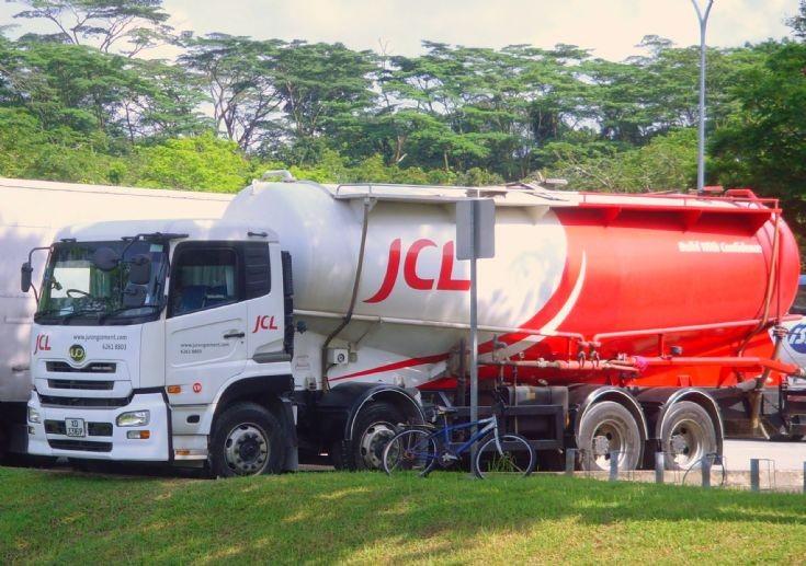 Jurong Cement Ltd (JCL) Nissan Diesel UD Quon UD390WD  4-Axle Bulk Cement Tanker Truck