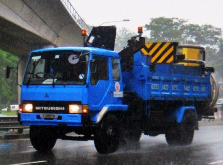Toh Kim Bock C-E Contractor Pte Ltd Mitsubishi Fuso Fighter FM415 Dump Truck