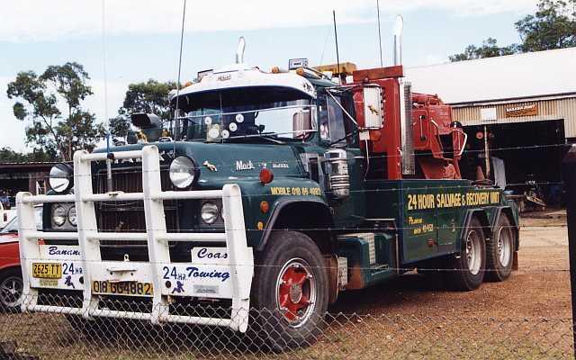 Mack R Model Tow Truck