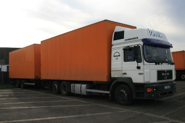 MAN 23 403 lorry