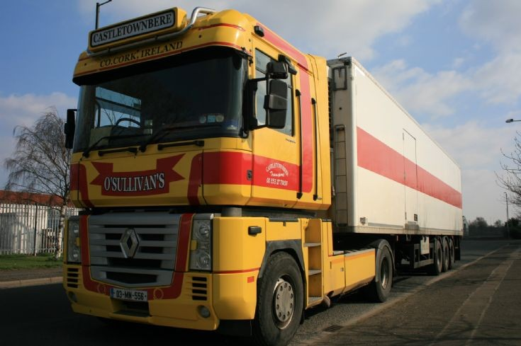 Renault Magnum 480 lorry in Grimsby