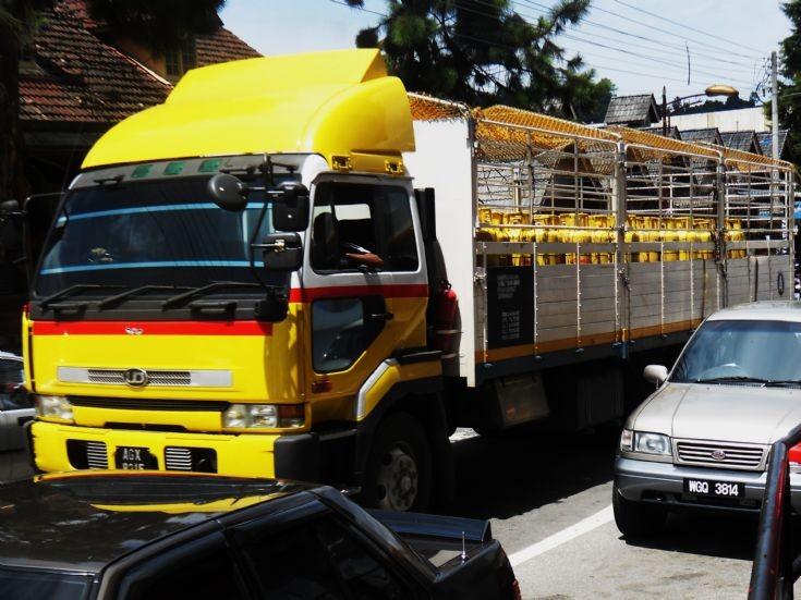 Nissan Diesel UD Big Thumb CD53CV Cargo Truck in Pahang