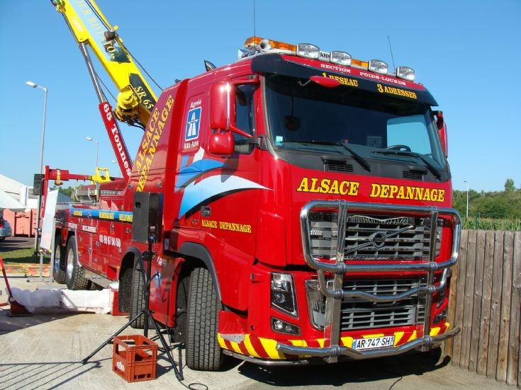 Truck Photos - Volvo Towing Truck - France