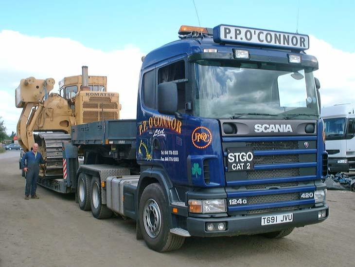 Scania R124 G Lowloader with Komatsu Sideboom